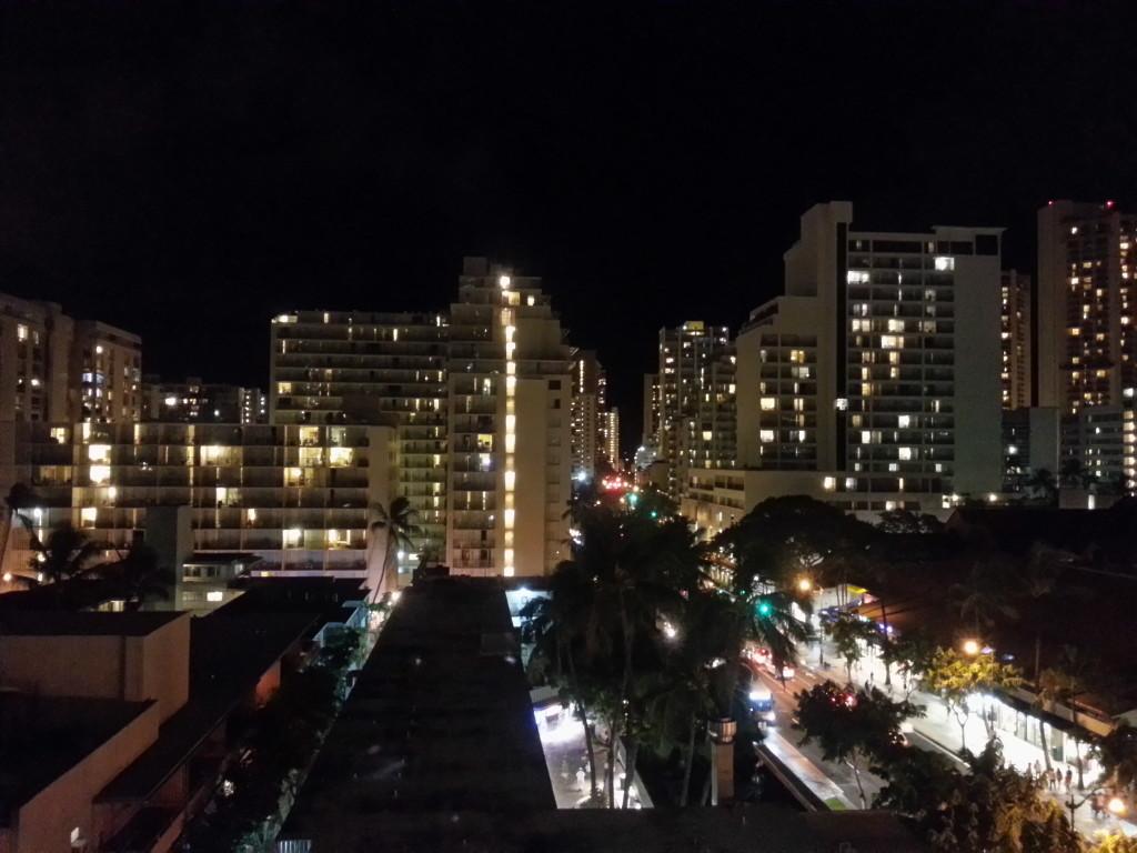 夏威夷旅遊~住Kuhio大道的Suite雖無海景, 也有不錯的夜景