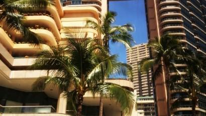 夏威夷自由行高級飯店管理嚴格旅客通常不用擔心服務人員不誠實的狀況。-768x1024